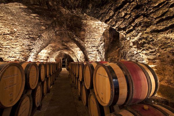 Cave a futs en Bourgogne viticole.