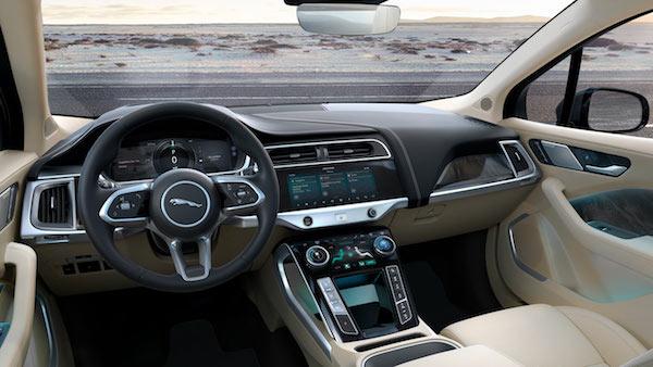 Jaguar I-Pace Concept - Console