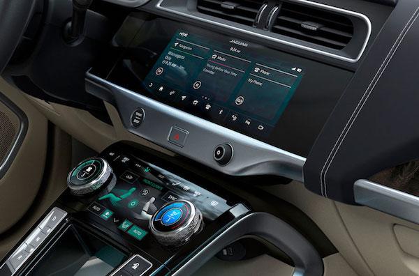 Jaguar I-PACE - Console radio