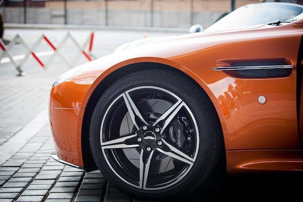 Pneu de route - Aston Martin
