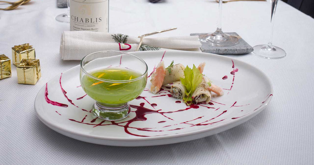 King Crab, mayonnaise, fresh herbs, blood orange vinaigrette by chef Gregory Faye - Cover