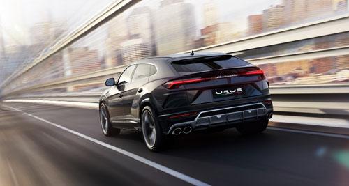 Lamborghini Urus - Highway