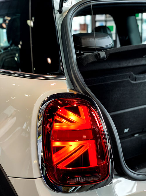 The MINI Cooper SE - Union Jack Lights