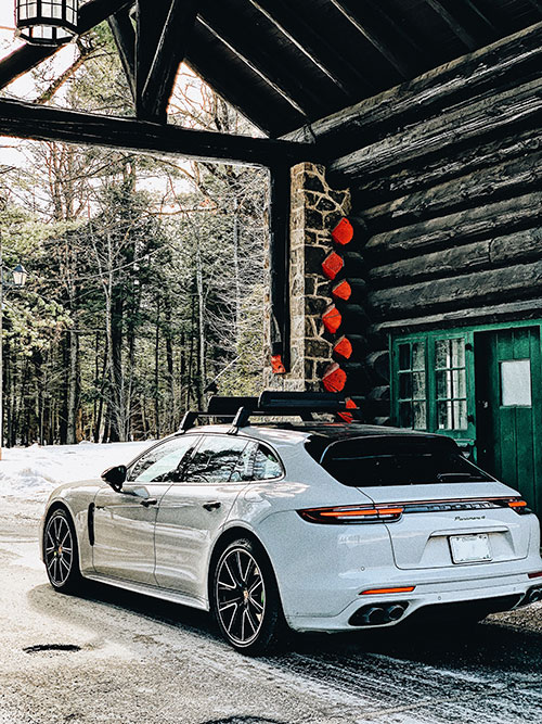 Fairmont-Le-Chateau-Montebello----Porsche-Panamera-4-E--Hybrid