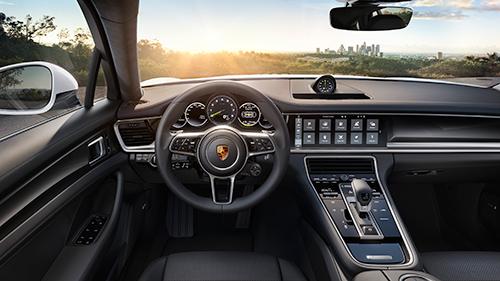 La-Porsche-Panamera-4 E-Hybrid---Intérieur