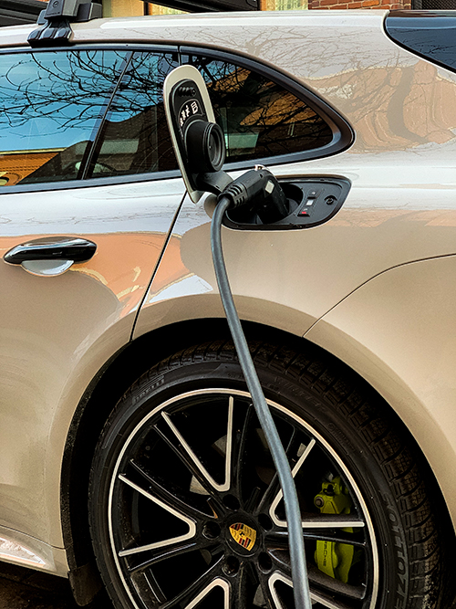 La-Porsche-Panamera-4 E-Hybrid---Recharge