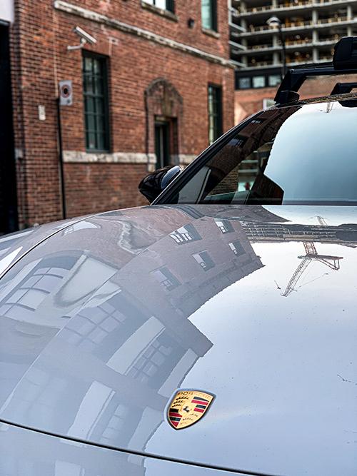 Porsche-Panamera-4 E-Hybrid---Porsche-Logo