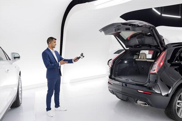Cadillac-Live-Digital-Showroom