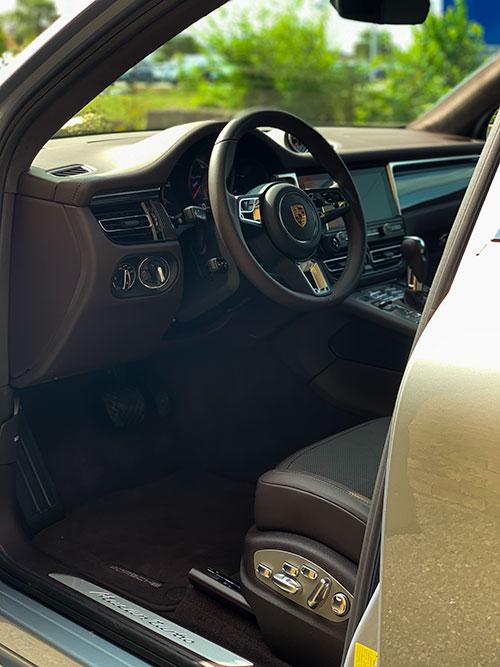 Le-Porsche-Macan-Turbo-Intérieur