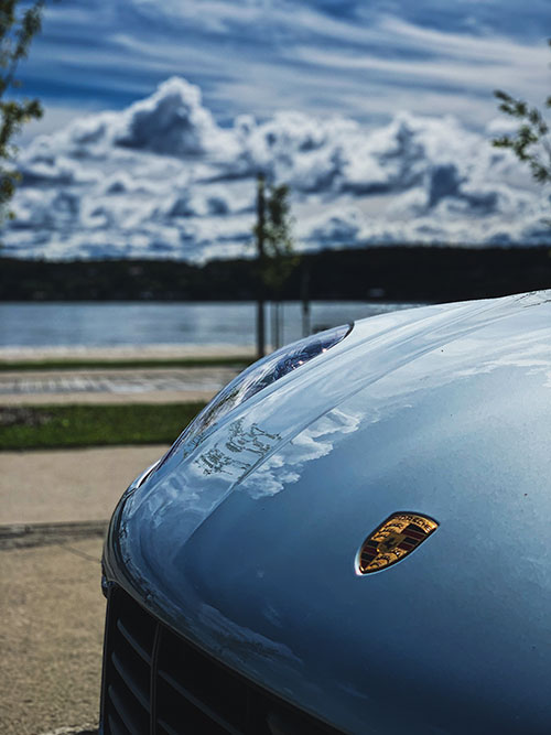 Le-Porsche-Macan-Turbo-Nuages