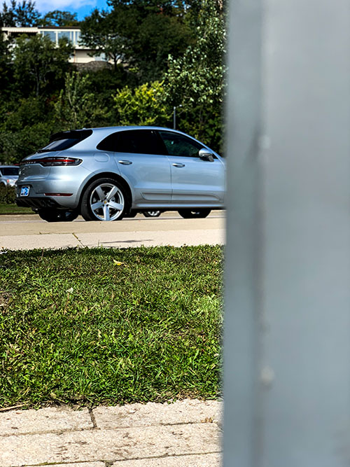 Le-Porsche-Macan-Turbo-coté