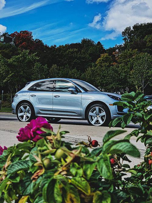 Porsche-Macan-Turbo-Flowers
