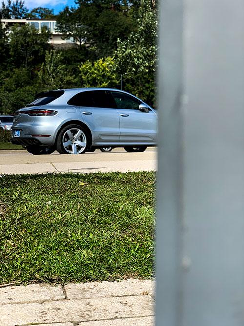 Porsche-Macan-Turbo-Side