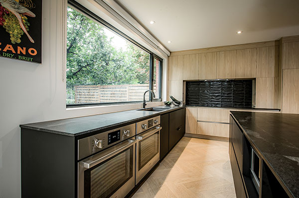 Black Kitchen by Fines Cuisines
