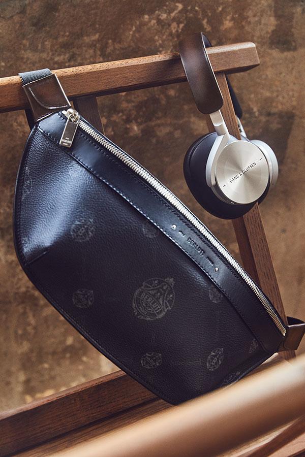 Beoplay-H95-de-Berluti-et-Bang & Olufsen---chaise