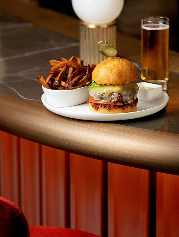 Burger-Cafe-Holt-by-Holt-Renfrew-Ogilvy