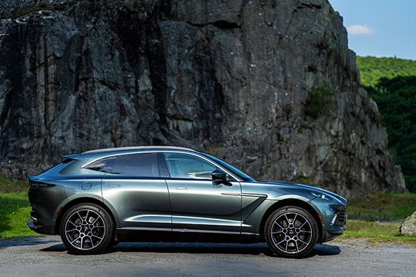 Aston-Martin-DBX---Côté
